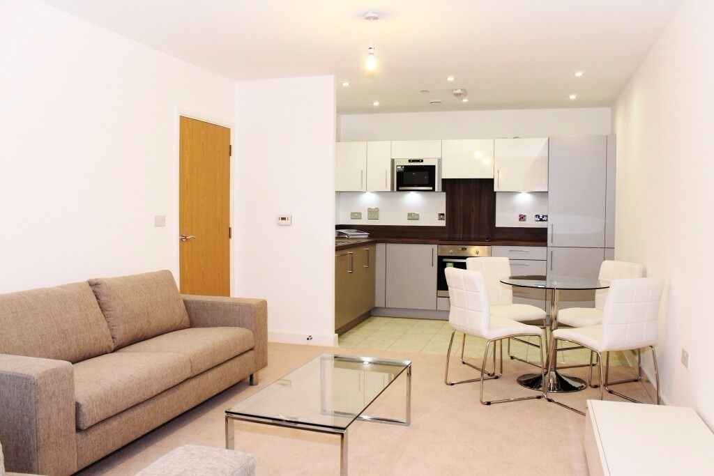 - Modern and very spacious apartment next to DLR!
