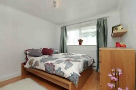 Exceptional 1 bedroom flat moments away from Chiswick High Way