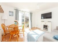 Smart, central, fully furnished 2 Bed Flat with parking - £1195 pcm. Avail February.