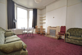 A non-self contained one bedroom flat located on the door step of Tufnell Park Tube Station.