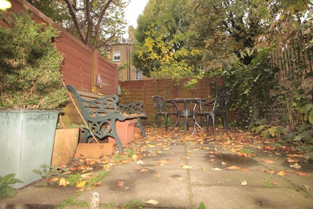 Maxwells are pleased to present this one bed flat with Garden available in Canonbury, N5 Must See !!