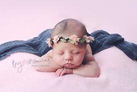 Female photographer: Newborns, Maternity, Cake Smash and Families.
