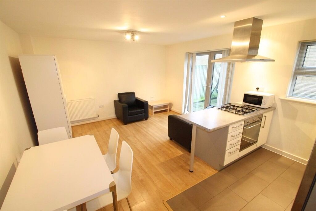 1 bedroom garden flat, furnished, short walk to DLR, bright & spacious, modern fittings throughout