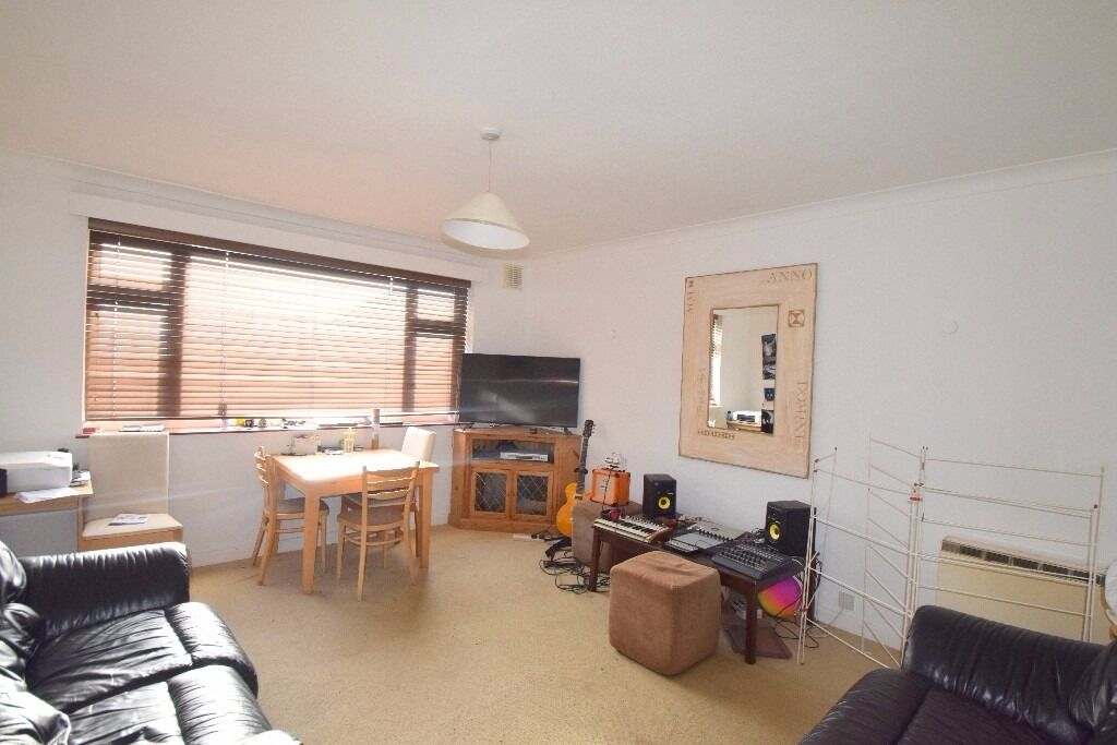 3 Double Bed, 2 Bath, En-Suite, Private Garage, Cambridge Road, Cambridge Court, Raynes Park, SW20