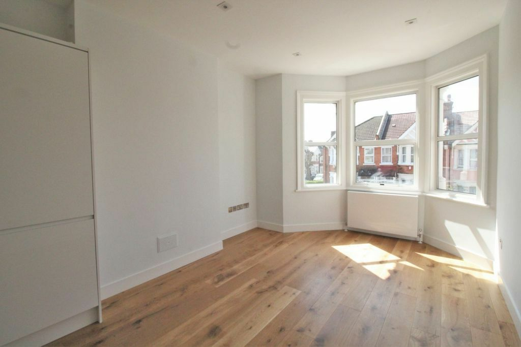 BRAND NEW BRIGHT SPACIOUS 2 DOUBLE BEDROOM NEAR ZONE 2 NIGHT TUBE & 24 HOUR BUSES & SHOPS