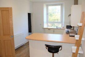 Bright, modern 1 double bedroom apartment in Murdoch Terrace, Dalry