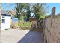 SPECTACULAR 5 BED HOUSE AVAILABLE IMMEDIATELY - PERFECT FOR FAMILY - JUST OFF THE UXBRIDGE ROAD