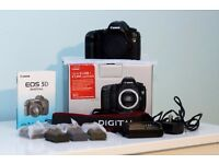 CANON 5D MARK 1 Classic Camera in Immaculate Condition - original box, packaging, batteries !!!