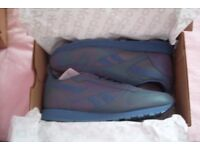 Reebok Classic Trainers Leather Size 9 Mens Boys Holographic / light Reactive