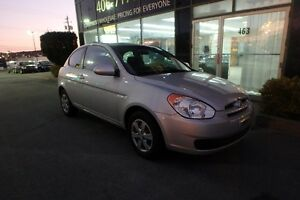 2009 Hyundai Accent 5-SPEED WITH LOW LOW KMS!