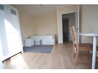 A beautiful double room to let in Morden. 4 mins from tube , SW London , near Wimbledon to let
