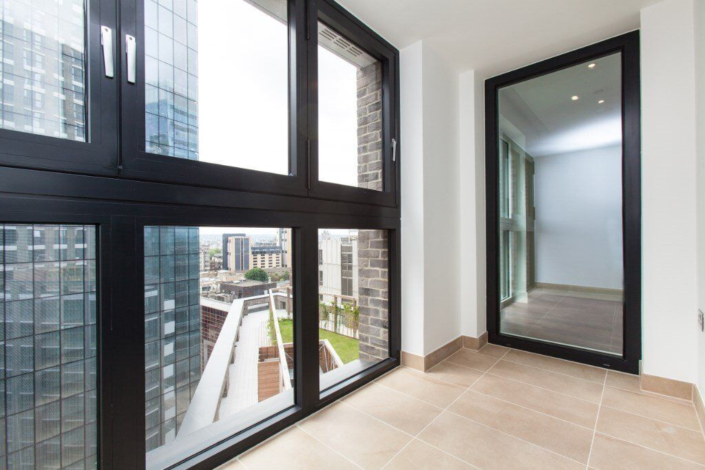 DESIGNER FURNISHED LUXURY 1 BEDROOM APARTMENT 12TH FLOOR GREAT VIEWS ALDGATE PLACE WIVERTON TOWER E1