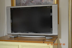 """Flat Screen 27"""" TV with freeview"""