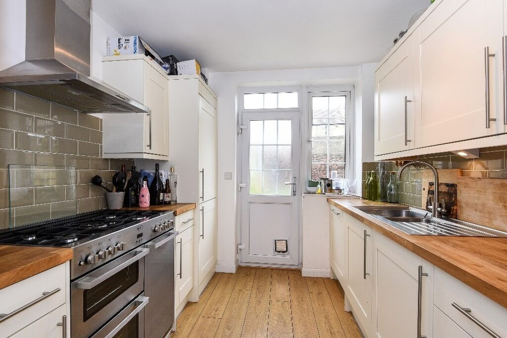 A Well Presented House With Private Garden on Selkirk Road, London SW17, £3000 Per Month