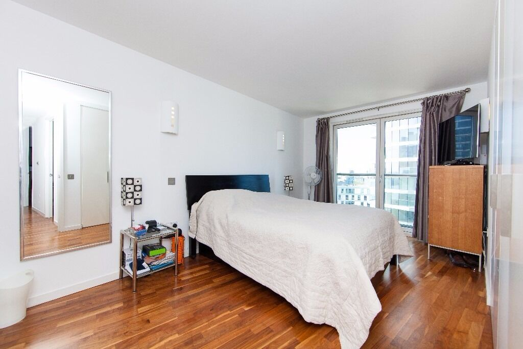 @ New Providence Wharf - Stunning Two bed Two Bath - Designer Furnished - Canary Wharf!!