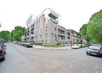 Extra Large 1 Bed Modern Secure Apartment With Balcony In Coombe House E3 Mins From Tranasport