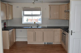 Modern 2 Double bedroom apartment in Beacon Park, Top Floor with en-suit and private parking