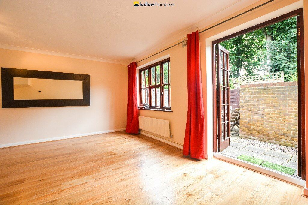 *** Just Redecorated - 3 Bedroom House With Private Garden & 2 Parking Spaces ***