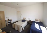 LOVELY HUGE TWIN ROOM TO RENT IN ARSENAL CLOSE TO THE TUBE STATION. 2A