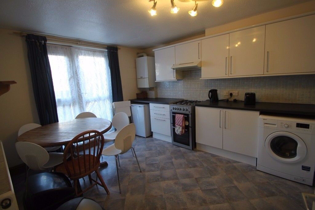Amazing twin room available now with all bills inc!