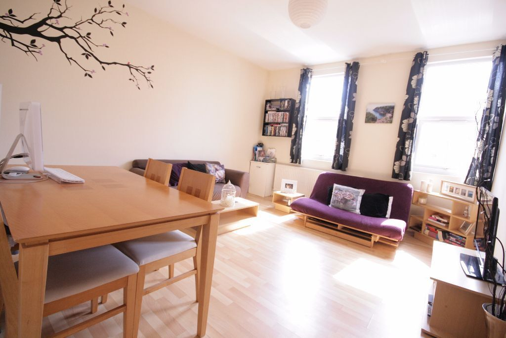 Gorgeous large 1 bed property in Central Brixton near stations only 339pw!