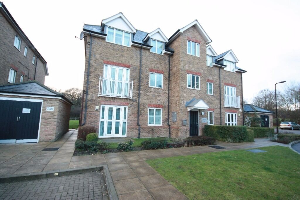A lovely first floor flat in a peaceful location close to Perivale Station