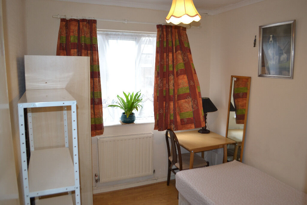 Nice and spacius single room at Gantshil in clean and tidy family house