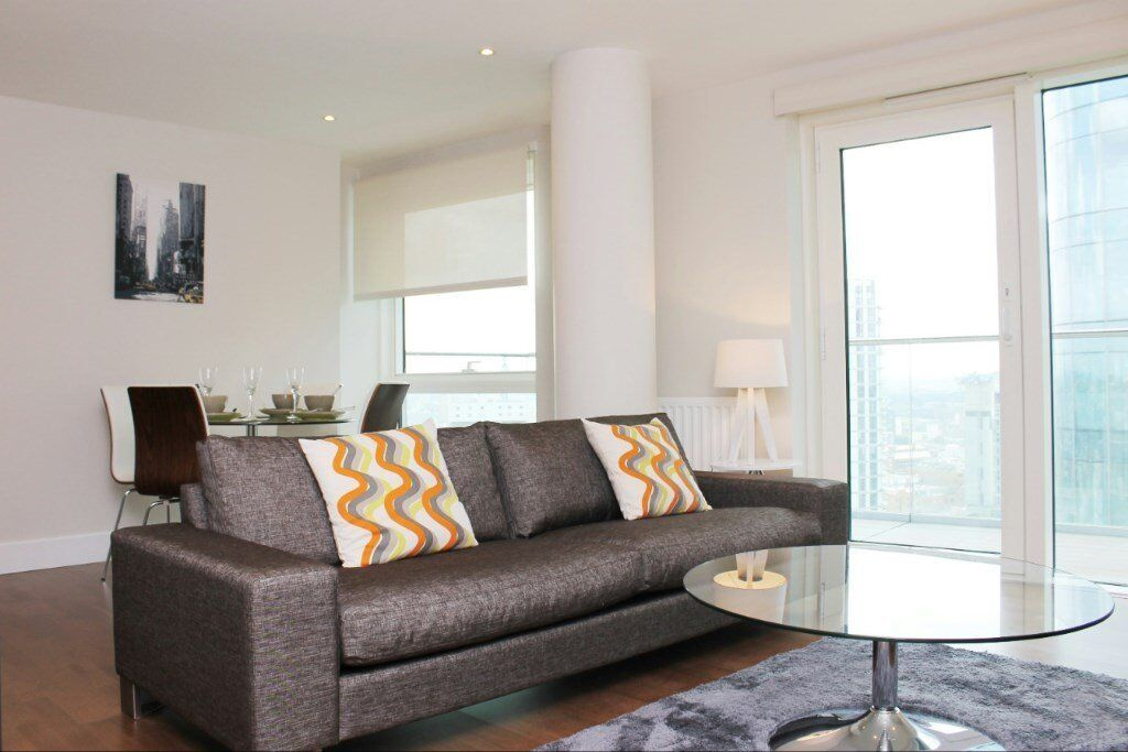 # Stunning 2 bed 2 bath available on the 18th floor with amazing views in Aldgate!!