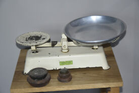 Vintage Harper kitchen scales with aluminium weighing pan and weights
