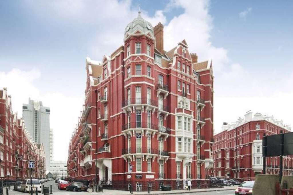 3 bedroom flat in Cabbell Street, Marylebone
