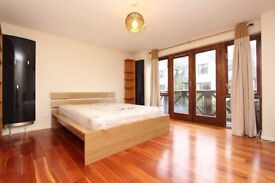 ** 2 NEW STUNNING Double room for single - Couples ISLAND GARDENS Move in TODAY !