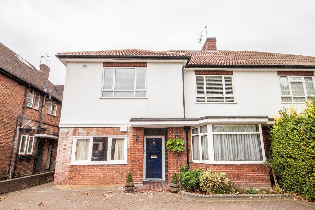 ***STUNNING 2 BED GARDEN FLAT-AVAILABLE NOW!!! MUST SEE CALL RICKY ASAP FOR VIEWINGS-07527535512***