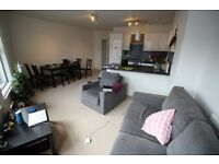 Double bedroom to rent in 2x bedroom flat in the heart of Clapham Junction.