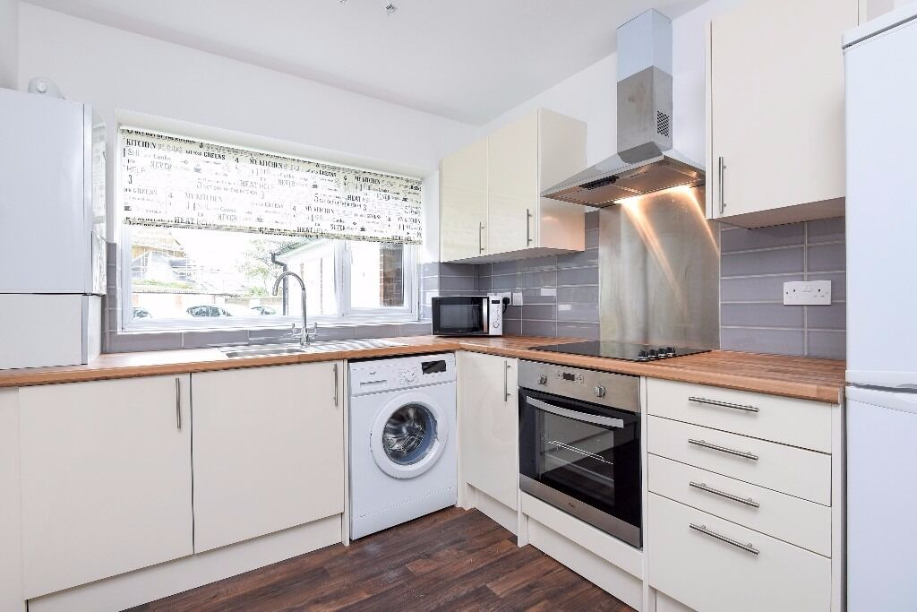 A three/four bedroom purpose built ground floor flat to rent in Kingston. Vicarage House.