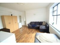Wonderful XL Size Twin Room in Zone 2, 30sec from underground, Manor House 13M