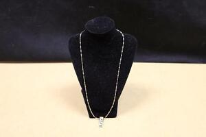 collier avec pendentif versace