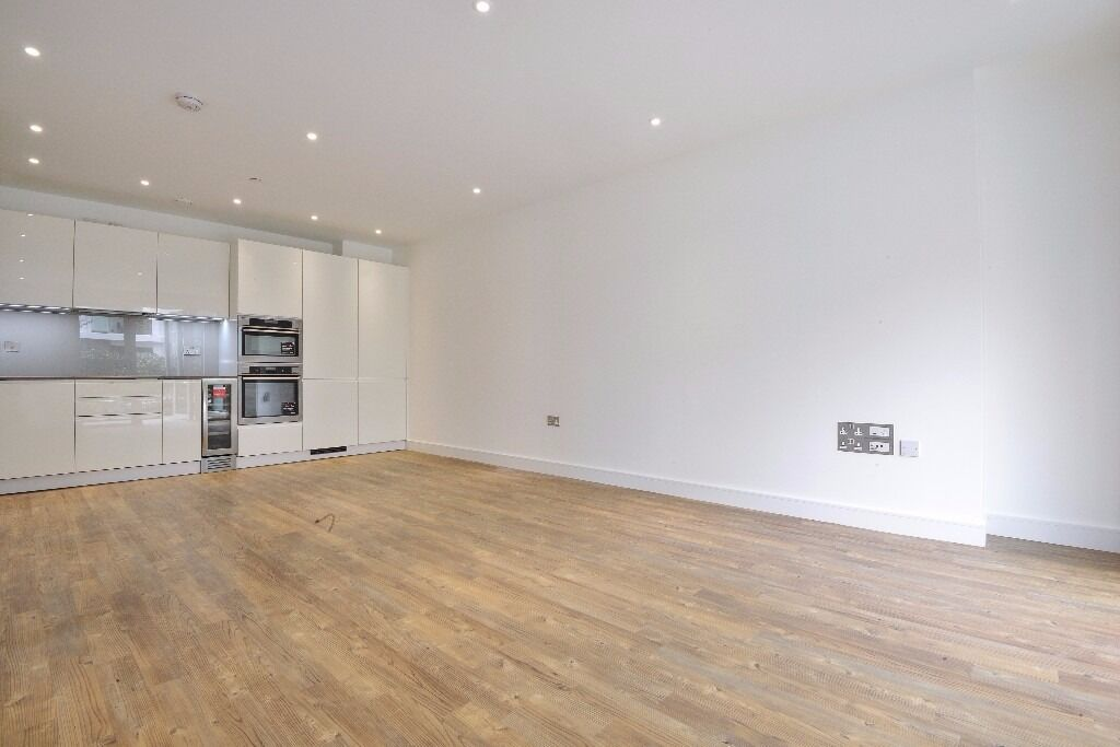 A stunning apartment situated on the eighth floor of a new build development. Wandsworth Road, SW8