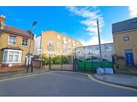 3 bed/bedroom flat on Somerford Grove, Stoke Newington, London N16