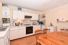 *** Extremely spacious one bedroom split level period flat to rent, Ferme Park Road, N8 ***.