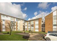 2 bedroom flat in Hedge Lane, Enfield, London, N13 (2 bed) (#1068308)