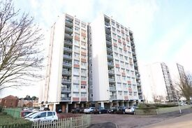 WOODFORD IG8 - HUGE 2 BEDROOM APARTMENT - AMAZING VIEWS - CLOSE TO STATION AND HIGH STREET £288PW
