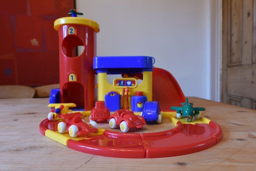 Play garage with Ramp, Lift, bell and Vehicles