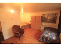HURRY UP!!! DONT MISS THIS MASSIVE TWIN ROOM IN CALEDONIAN WITH PARKING.