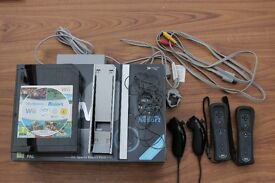 Nintendo Wii console with 2 controllers, 2 nunchucks, Wii sports, Wii sports resort