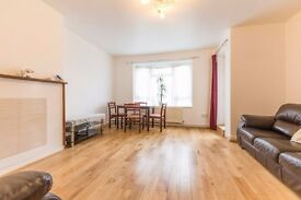 Four Bedroom Flat Right on the Green in Camberwell Look no further Available Now!!!!