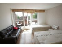 Spacious XL Twin room in nice sharehouse, private terrace!!! free Wifi, Archway Zone 2. 4B