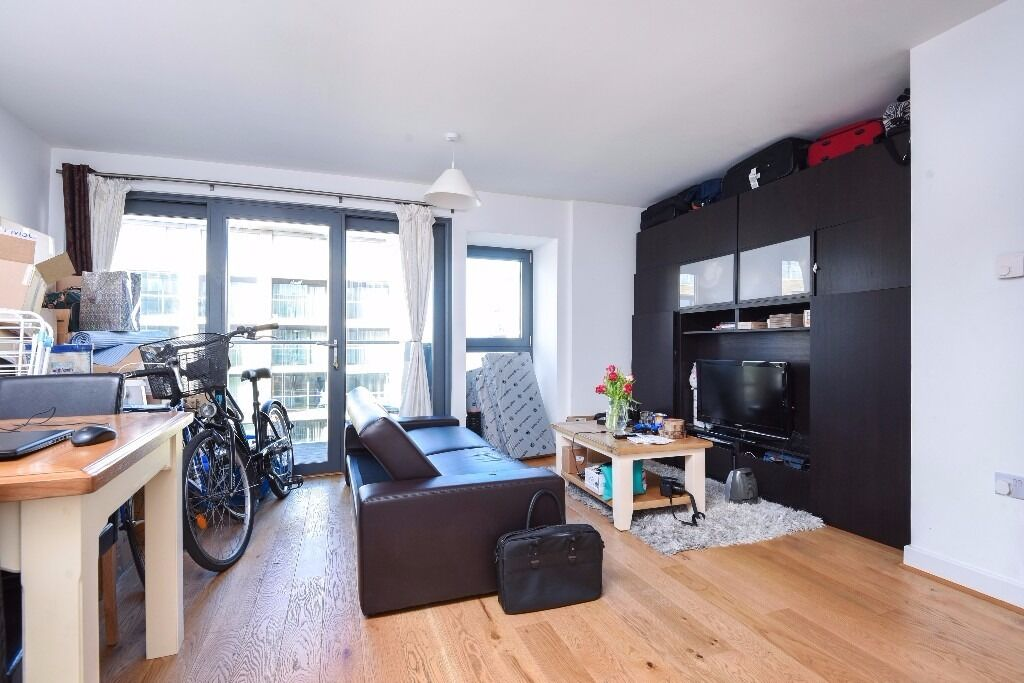 Montreal House - A great one bedroom apartment in this stylish development with residents gym