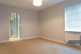 2 bedroom flat in Ashdown Court, Horsham, RH13 (2 bed) (#988334)