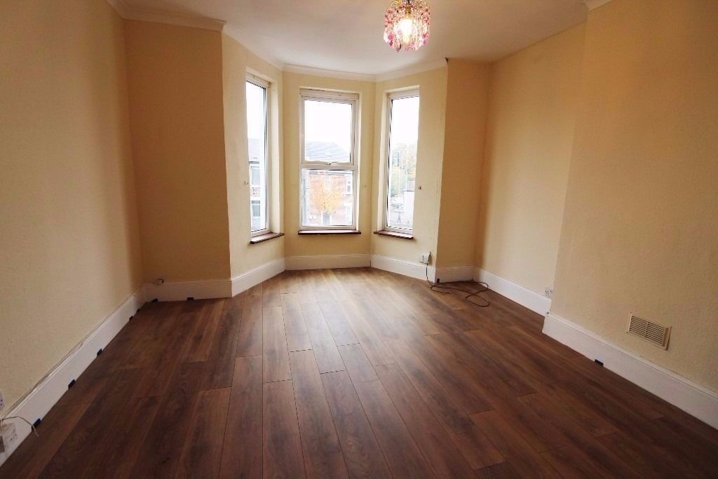 BEAUTIFUL 3 BED FLAT TO RENT IN ILFORD FOR £1500PCM!! VERY MODERN, GARDEN! 10 MINS TO ILFORD STATION