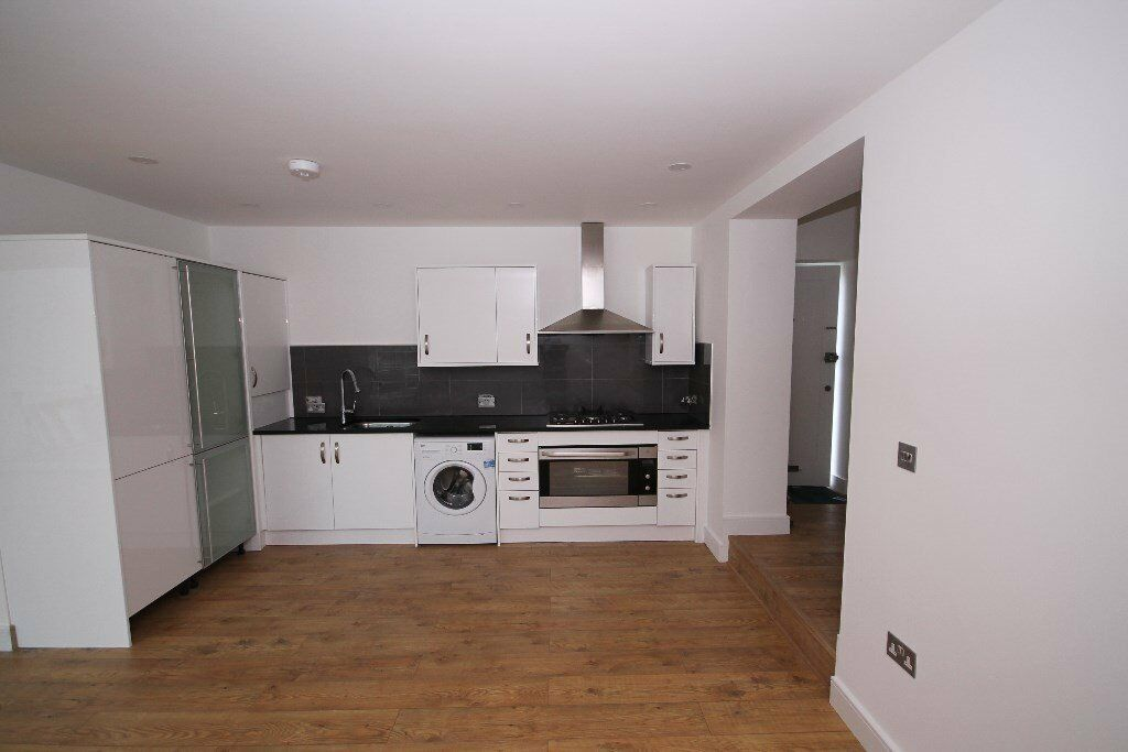 Stunning 4 bedroom flat - Newly refurbished - Great location
